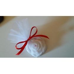 Segnaposto rosa avvolta da tulle con strass in gesso ceramico
