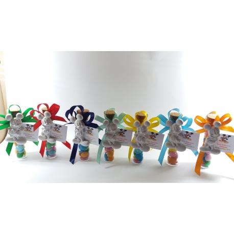 Topolino gesso ceramico su provetta vetro con confetti smarties