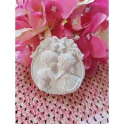 Sposi - sposini su medaglione in gesso ceramico profumato