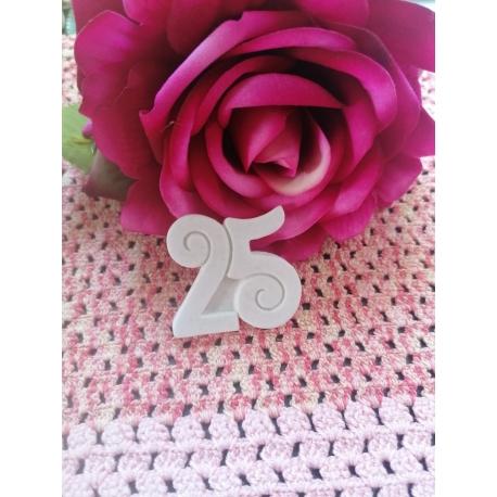 Numero 25 in gesso ceramico profumato