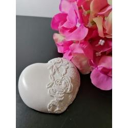 Cuore con merletto in gesso ceramico profumato