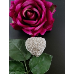 Cuore con roselline a rilievo in gesso ceramico profumato