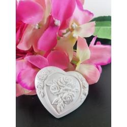 Cuore con rose a rilievo in gesso ceramico profumato